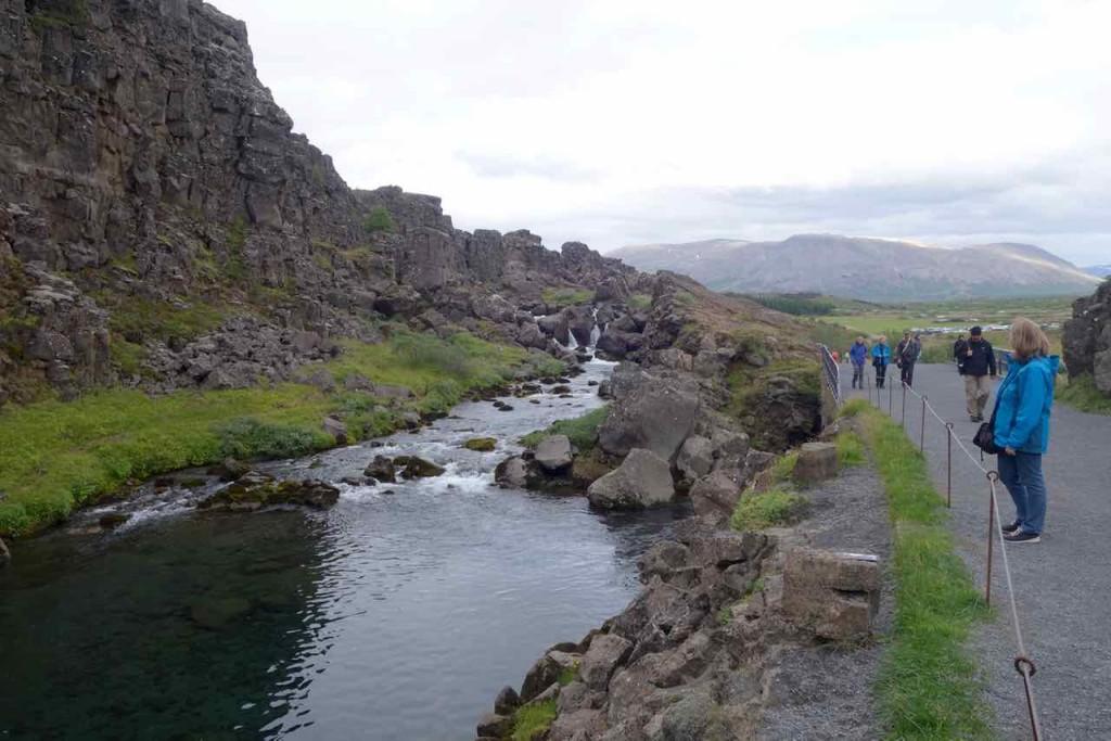Island Tipps Parlamentsstätte, Ertränkungspfuhl mit Absperrung