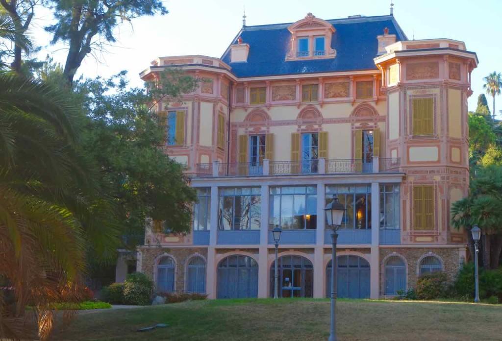 San Remo Villa Nobel vom Garten, Totale mit Baum