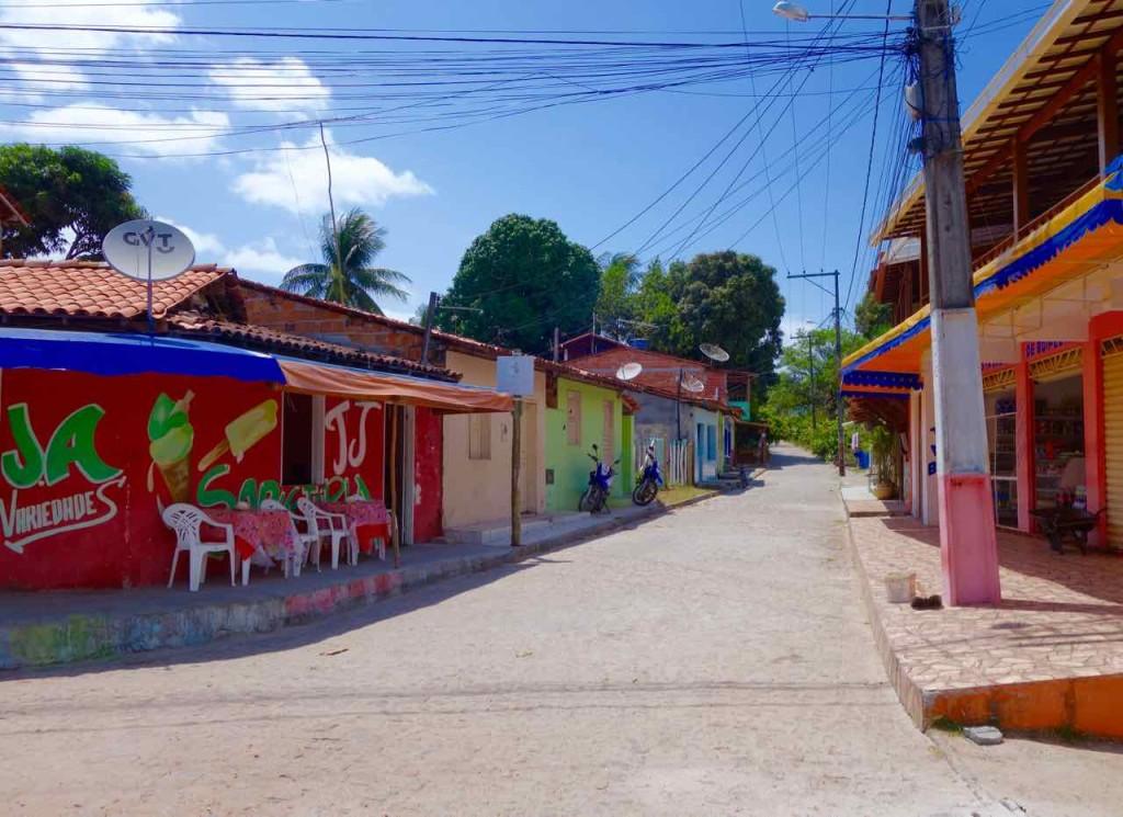 Brasilien Boipeba, leere Straße im Ort Vela Boipeba
