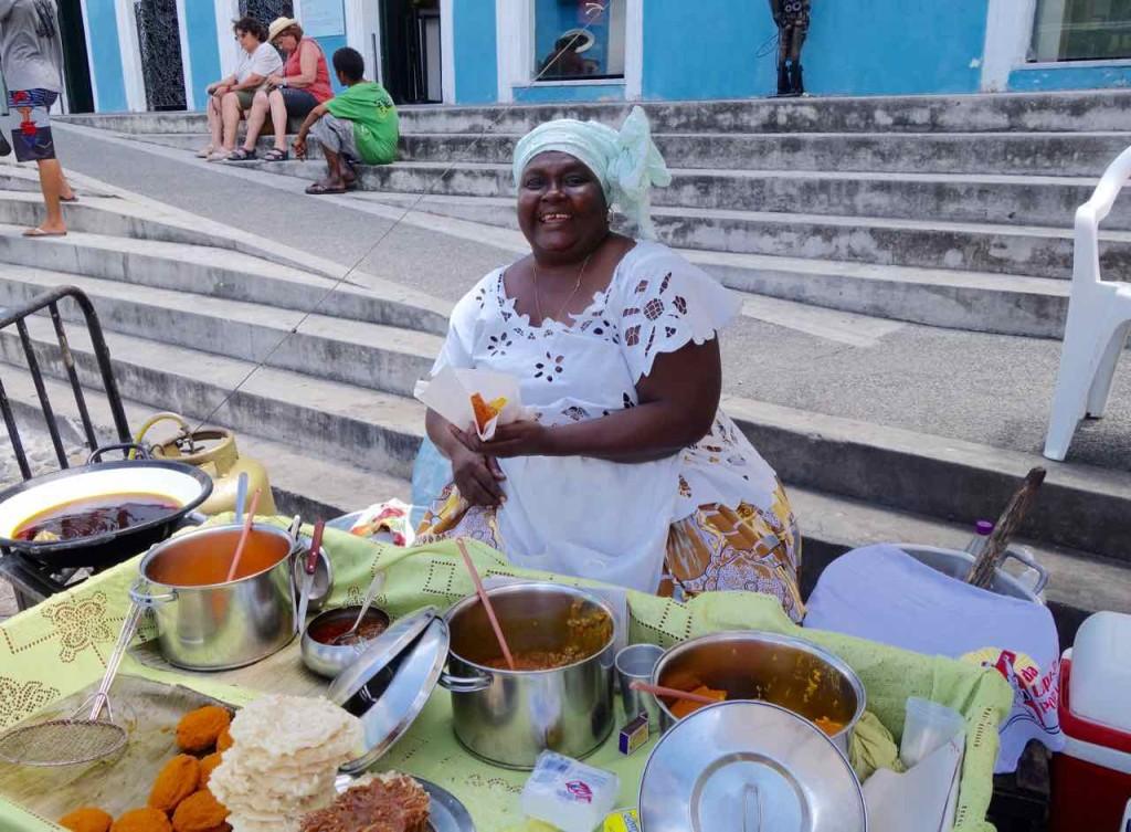 Salvador da Bahia Tipps, Acaraje-Verkäuferin auf dem Largo do Pelourinho