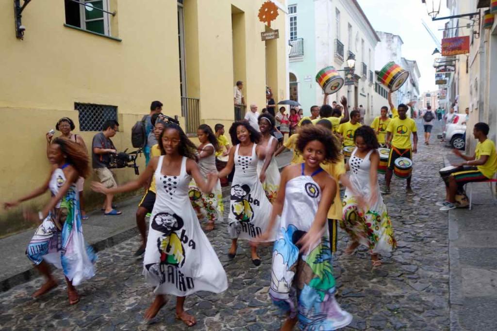 Salvador da Bahia Tipps, Trommler mit Tänzerinnen