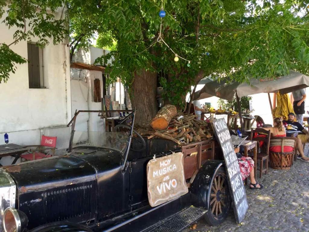 Colonia Uruguay, Oldtimer vor Café, iPod-Foto