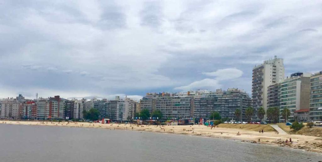 Montevideo Sehenswürdigkeiten, Playa Pocitos mit Hochhäusern, Uruguay, iPod-Foto