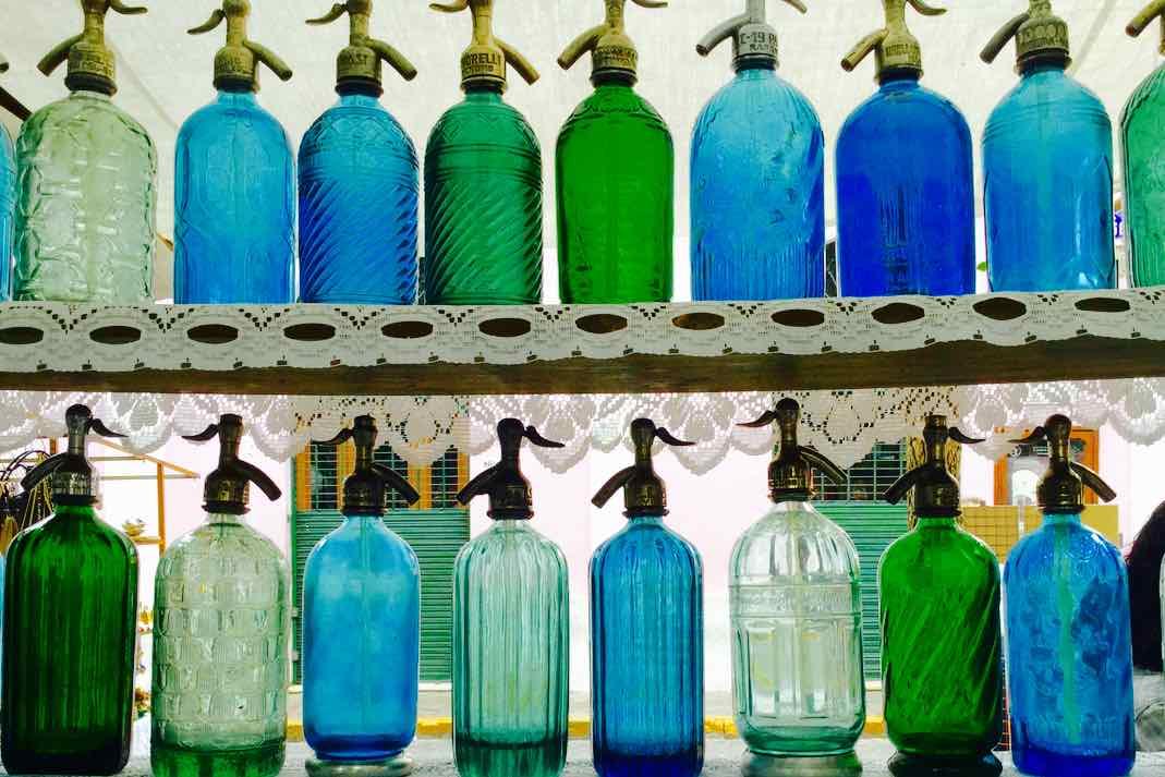 Buenos Aires Flohmarkt San Telmo, Siphonflaschen, Argentinien, iPod-Foto