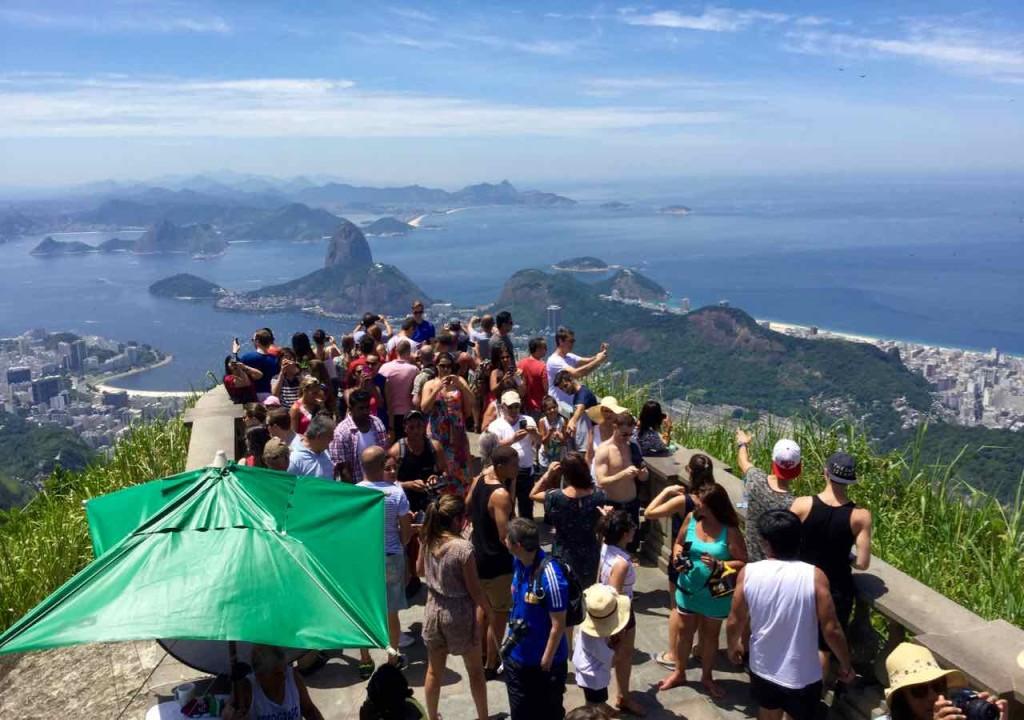 Christo Redentor Rio de Janeiro, Aussichtsplattform mit Besuchern, Brasilien, iPod-Foto