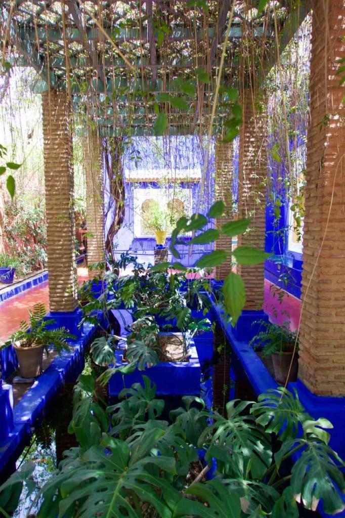 Jardin Majorelle Marrakesch, Garten mit Pergola, hochkant