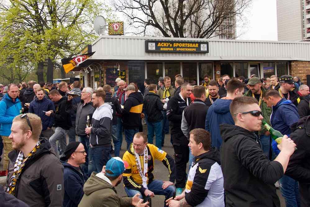 Dresden Sehenswürdigkeiten, Acki's Sportsbar, Treff der Fans von Dynamo Dresden