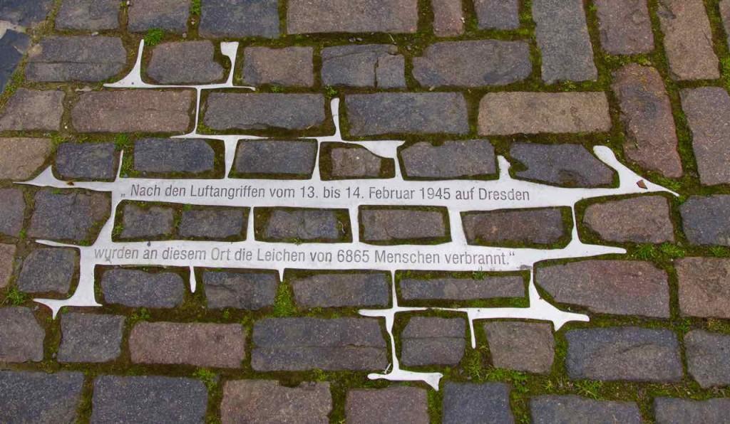Dresden Sehenswürdigkeiten, Denkmal für Opfer des Zweiten Weltkriegs auf dem Altmarkt