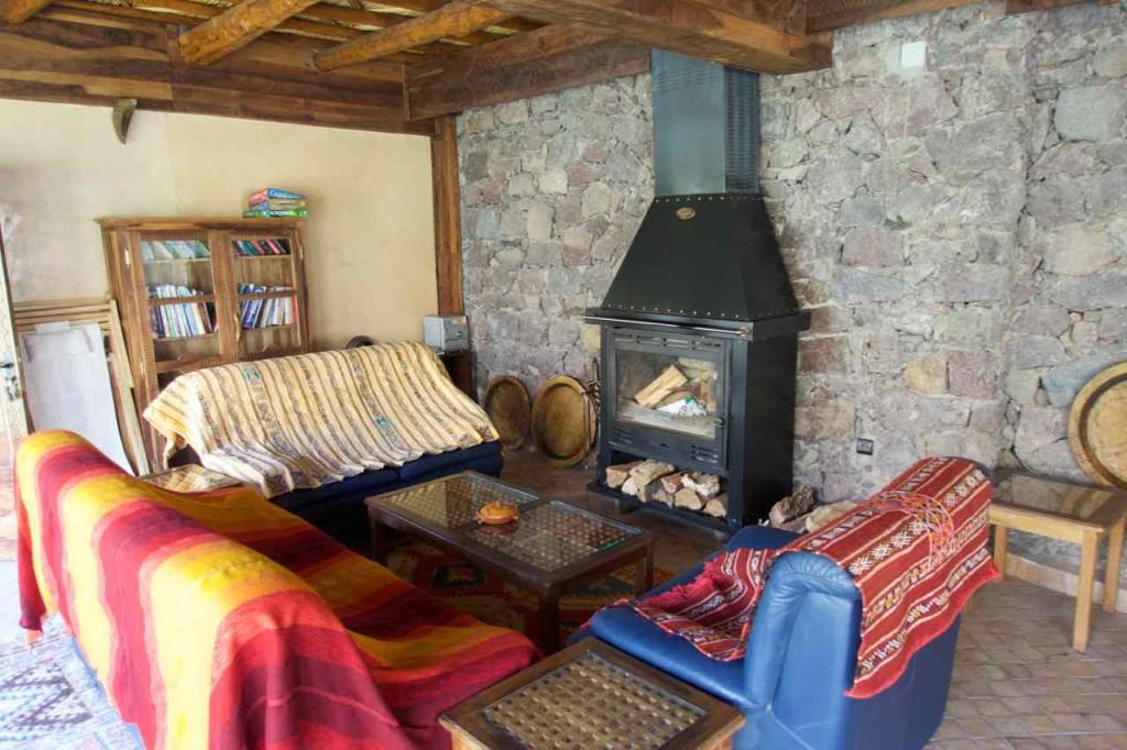 Kasbah du Toubkal Imlil Tal, Wohnzimmer der Suite mit Kamin, Marokko