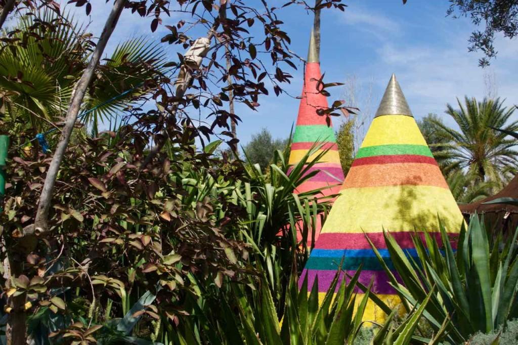 Marrakesch Anima Garten von Andre Heller, 2 Kegel mit Büschen