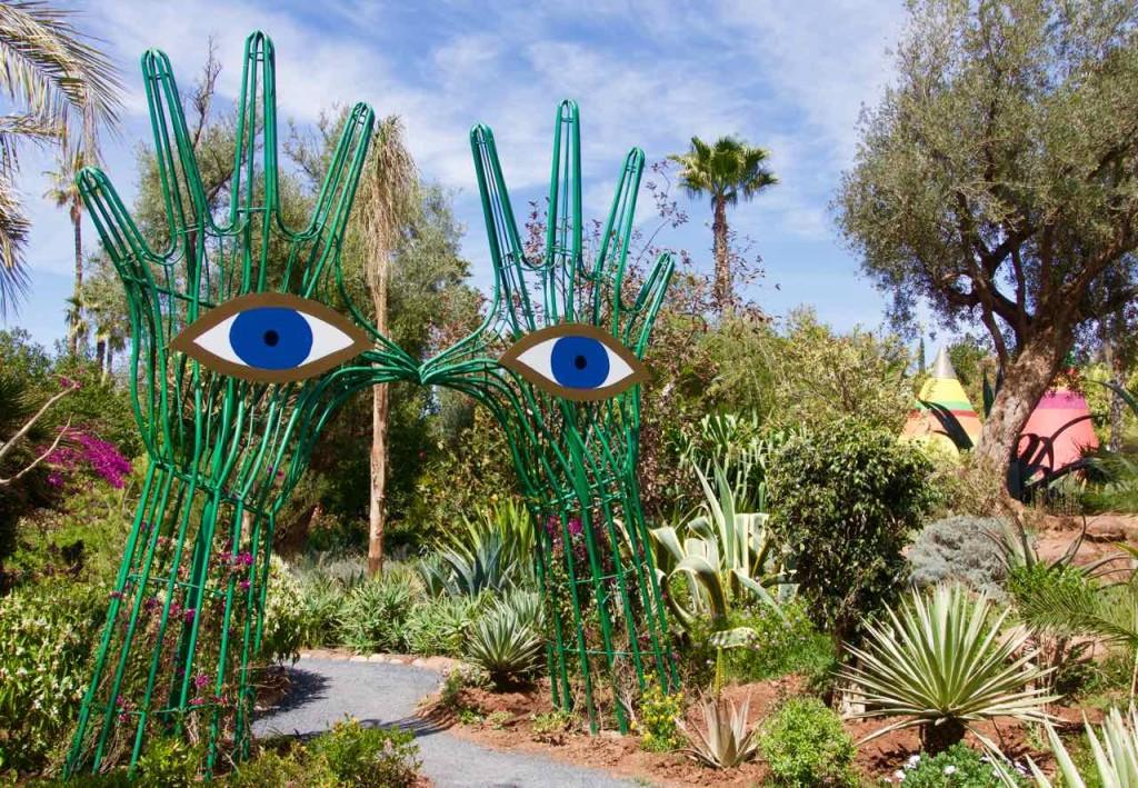"""Marrakesch Anima Garten von Andre Heller, """"Augenskulptur"""" mit Hintergrund, Marokko"""