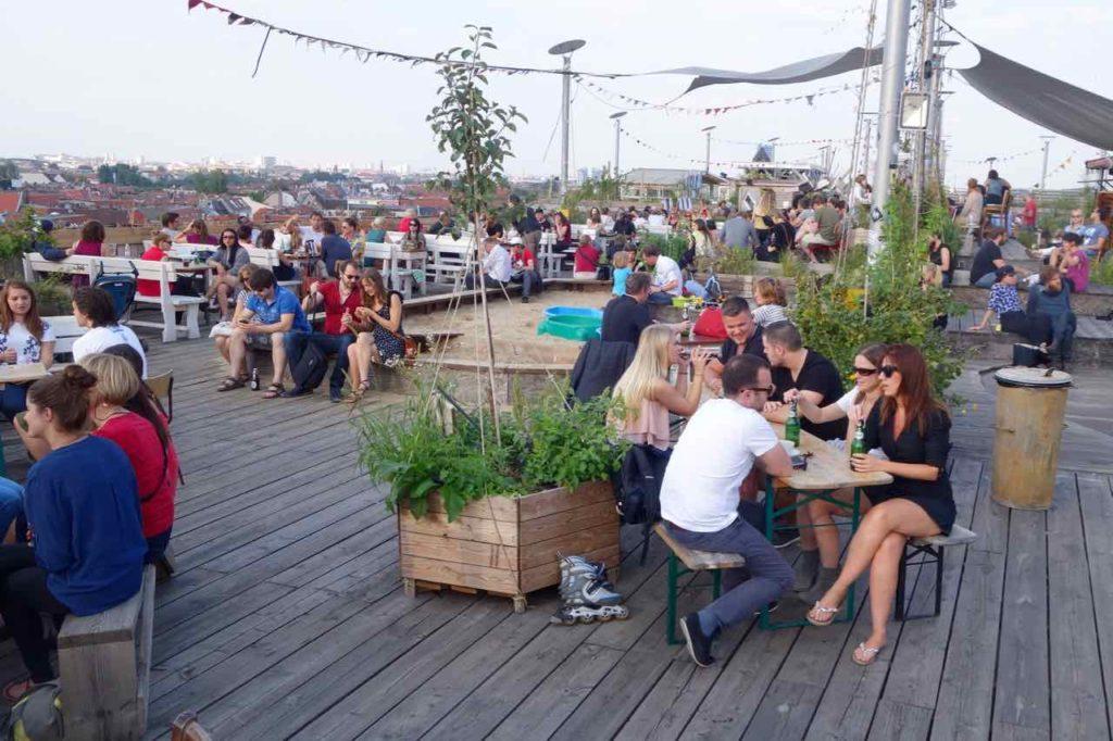Berlin Rooftop-Bar Klunkerkranich, Kinderspielplatz, Totale, Titel 1