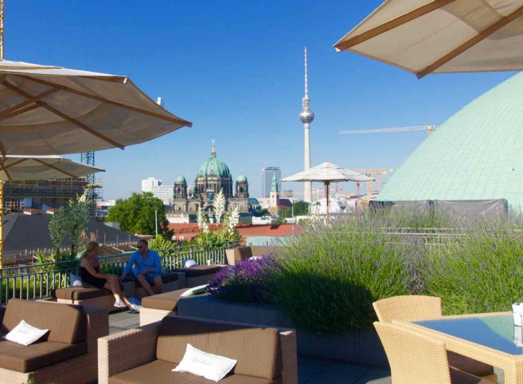 Berlin Rooftop-Bars, Hotel de Rome mit Berliner Dom + Fernsehturm