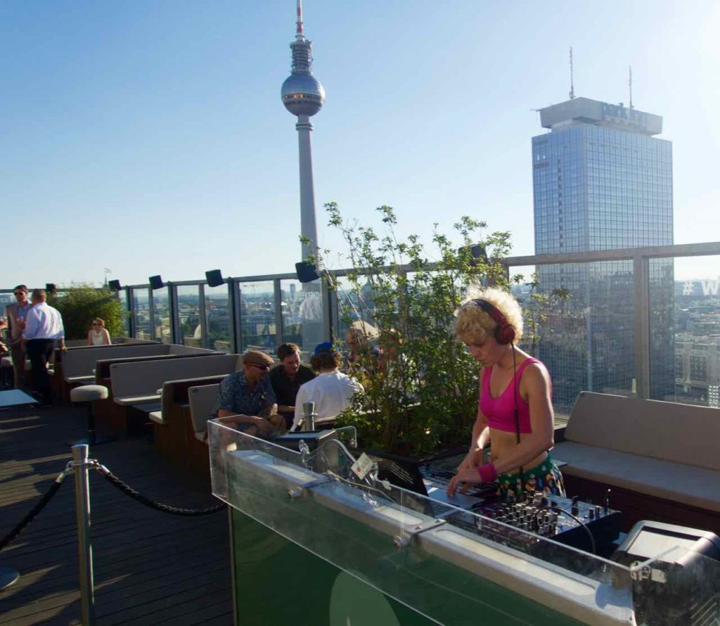 Berlin Rooftop-Bars, House of Weekend mit DJ