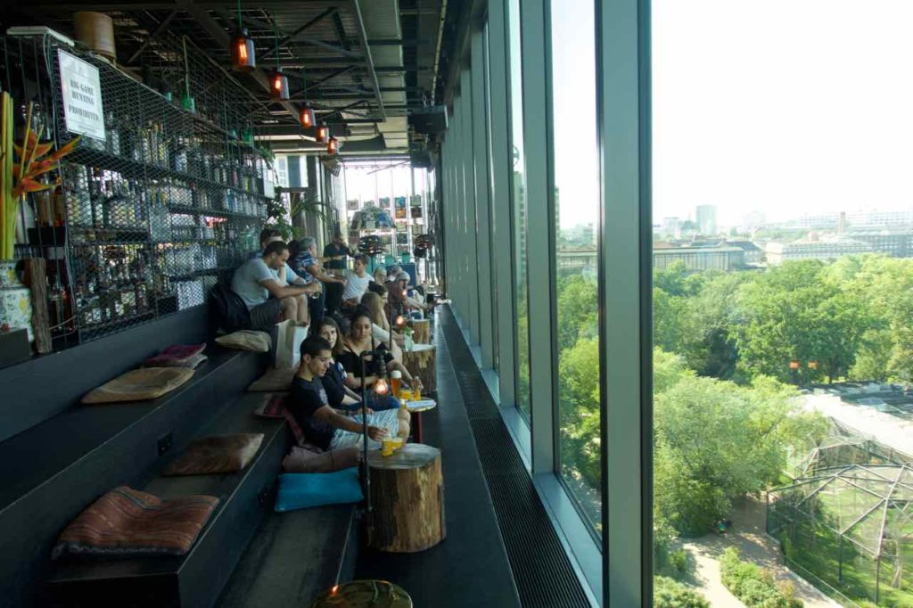 Berlin Rooftop-Bars, Monkey Bar, Bar + Fenster zum Zoo