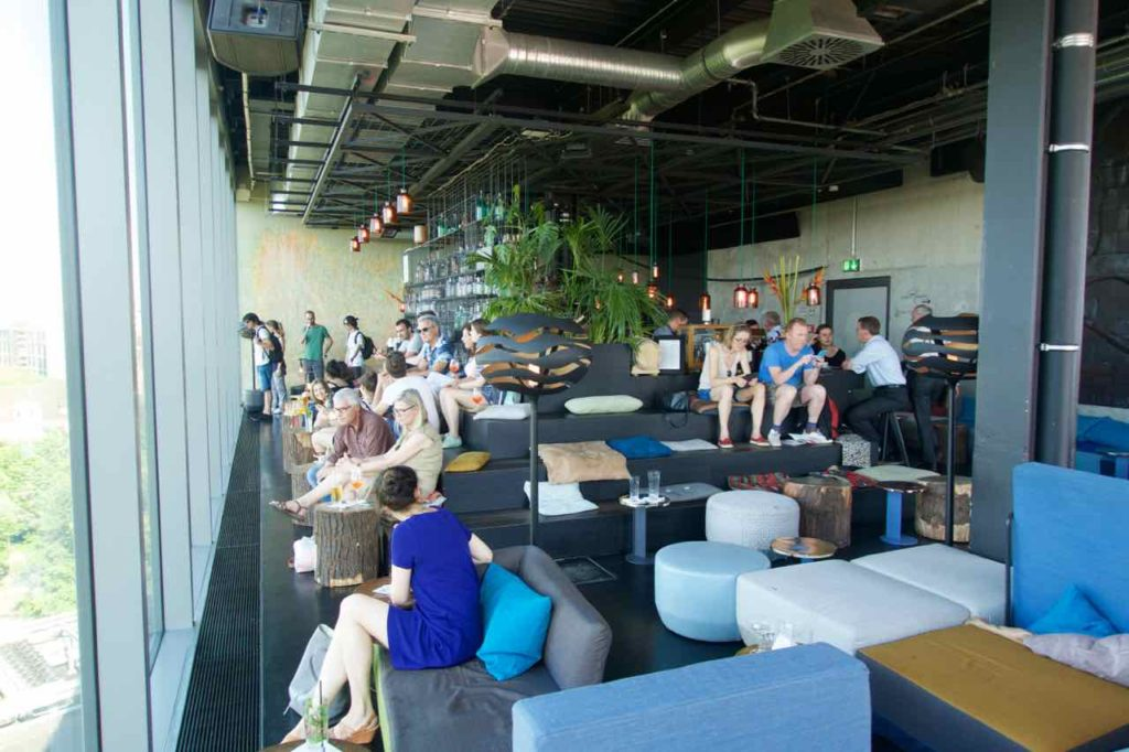 Berlin Rooftop-Bars, Monkey Bar, Lounge + Fenster zum Zoo