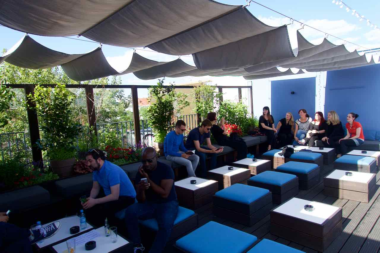 Dachterrassen Berlin berlin die schönsten rooftop bars und dachterrassen peterstravel