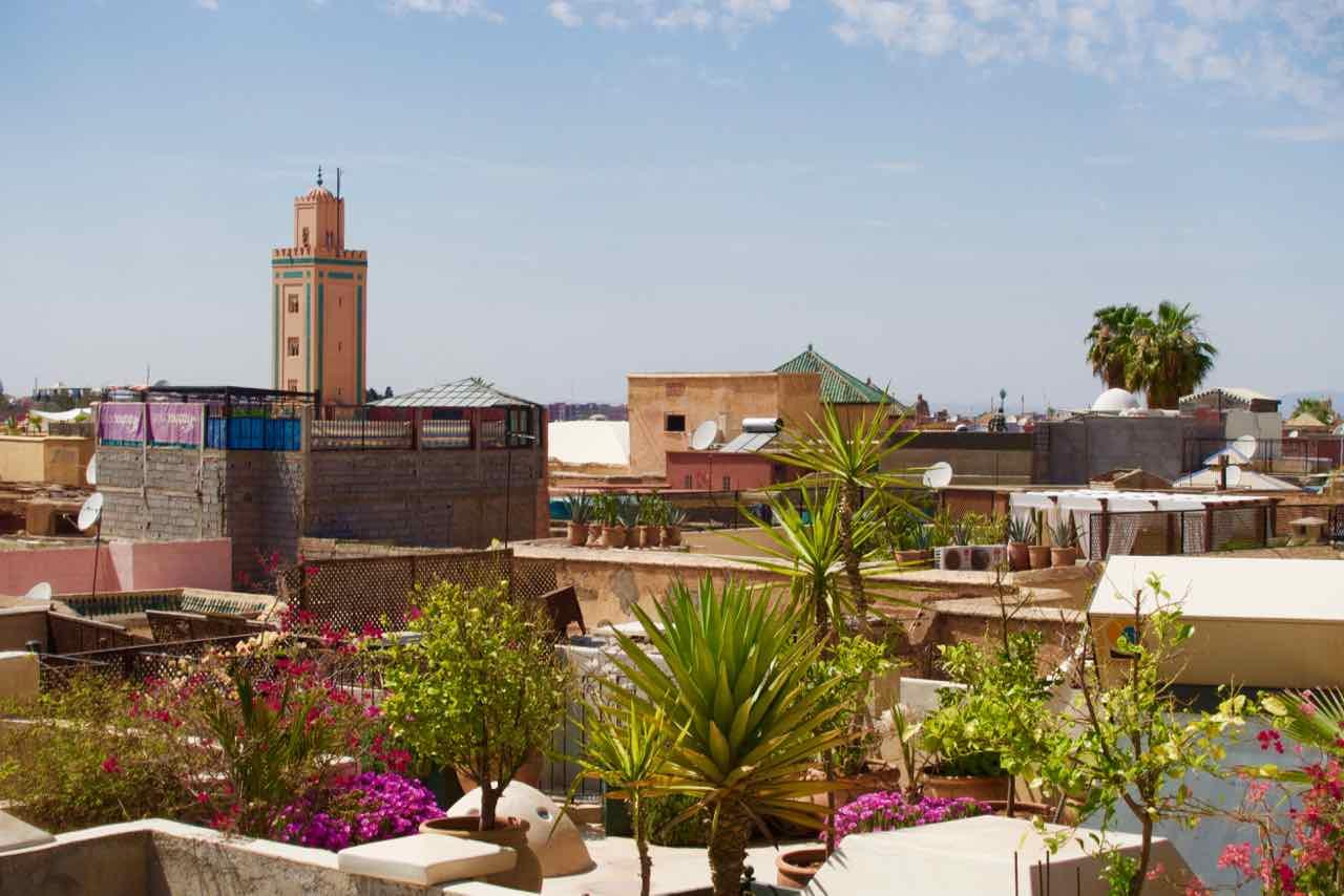 Marrakesch Riad Charlott Dachterrasse, © PetersTravel Titelbild, 4/2016
