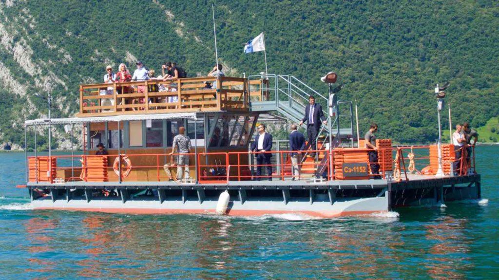 Christo - Floating Piers auf dem Lago d'Iseo. Der Maestro gibt sich die Ehre...