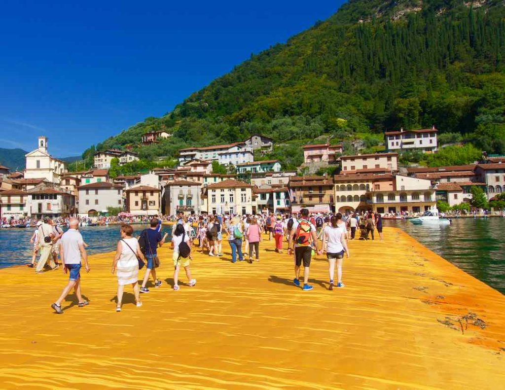 Christo Floating Piers, Lago d'Iseo, Iseo See. Die ersten Schritte...
