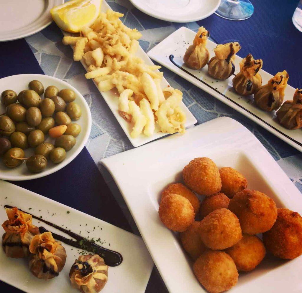 Sitges, Vorspeisen im Pic Nic, Katalonien