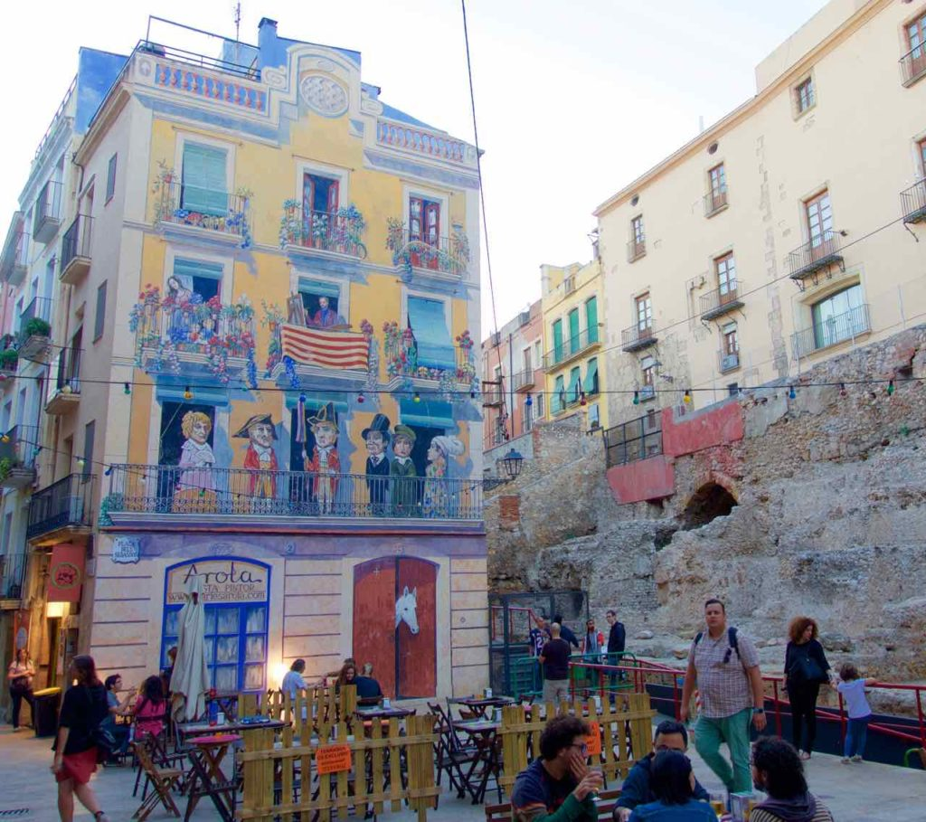 Tarragona, Bemaltes Haus in der Altstadt, Katalonien
