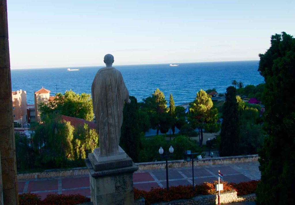 Tarragona, Statue Richtung Meer blickend, Katalonien