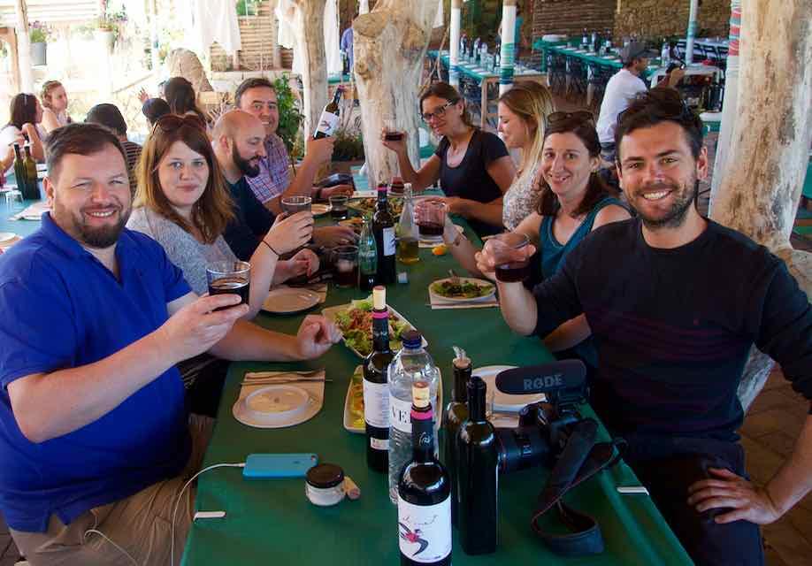 Temps de Terra Katalonien, Spanien, Blogger beim Mittagessen