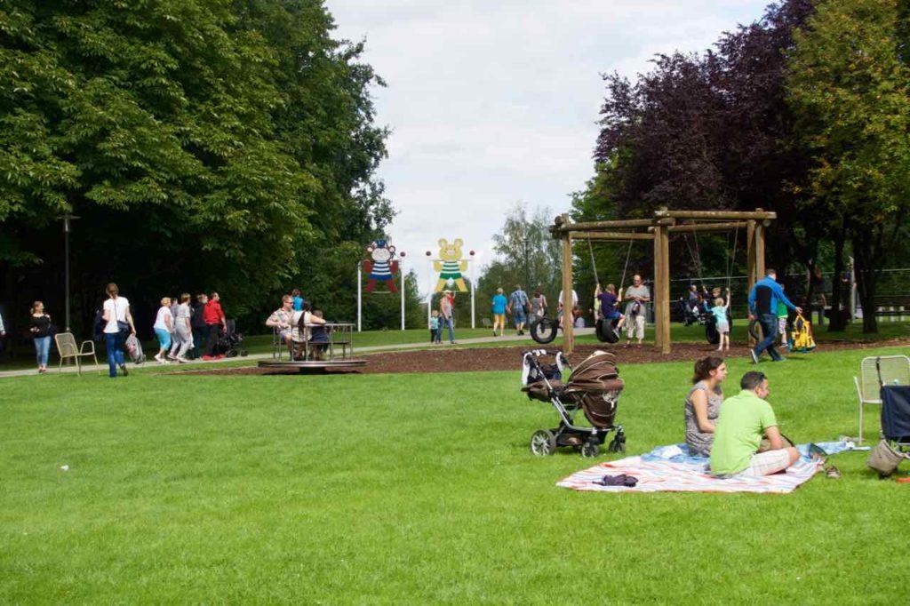 Gärten der Welt in Berlin, Park mit Besuchern, © PetersTravel