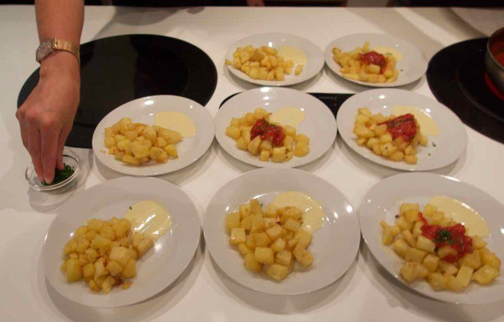 Kochkurs Barcelona: Kochschule Espai Boisà Der letzte Schliff, Katalonien, Spanien