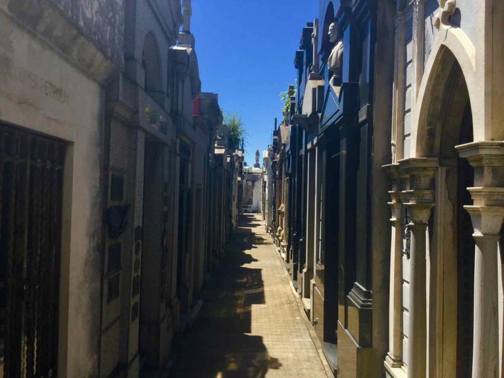Buenos Aires, Friedhof Recoleta, schmale Gasse, ©PetersTravel iPod-Foto