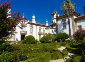 Casa de Mateus, Garten 2, Mit Gebäude, Portugal ©PetersTravel
