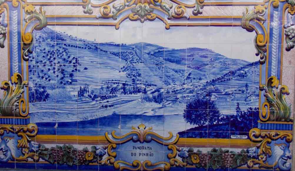 Douro-Tal, Azulejos am Bahnhof von Pinhão, Kacheln, © PetersTravel
