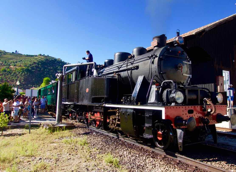 Douro-Tal, Historischer Zug in Pinhão © PetersTravel