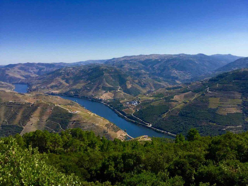 Douro Valley: Blick vom Miradouro bei Galafura © PetersTravel
