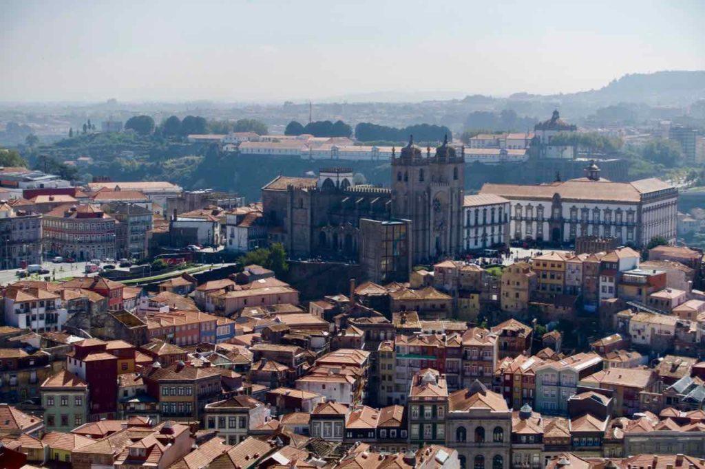 Porto Aussichtspunkte, Blick vom Torre dos Clérigos, Totale mit Kathedrale, © PetersTravel