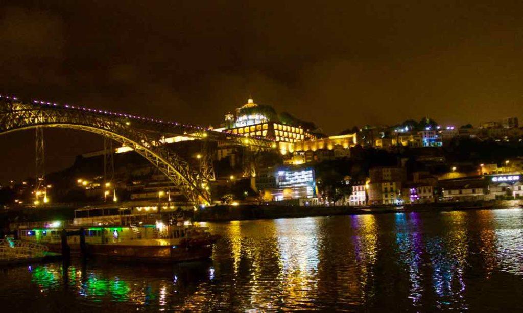 Porto Aussichtspunkte, Blick von Ribeira auf Gaia, Nachts