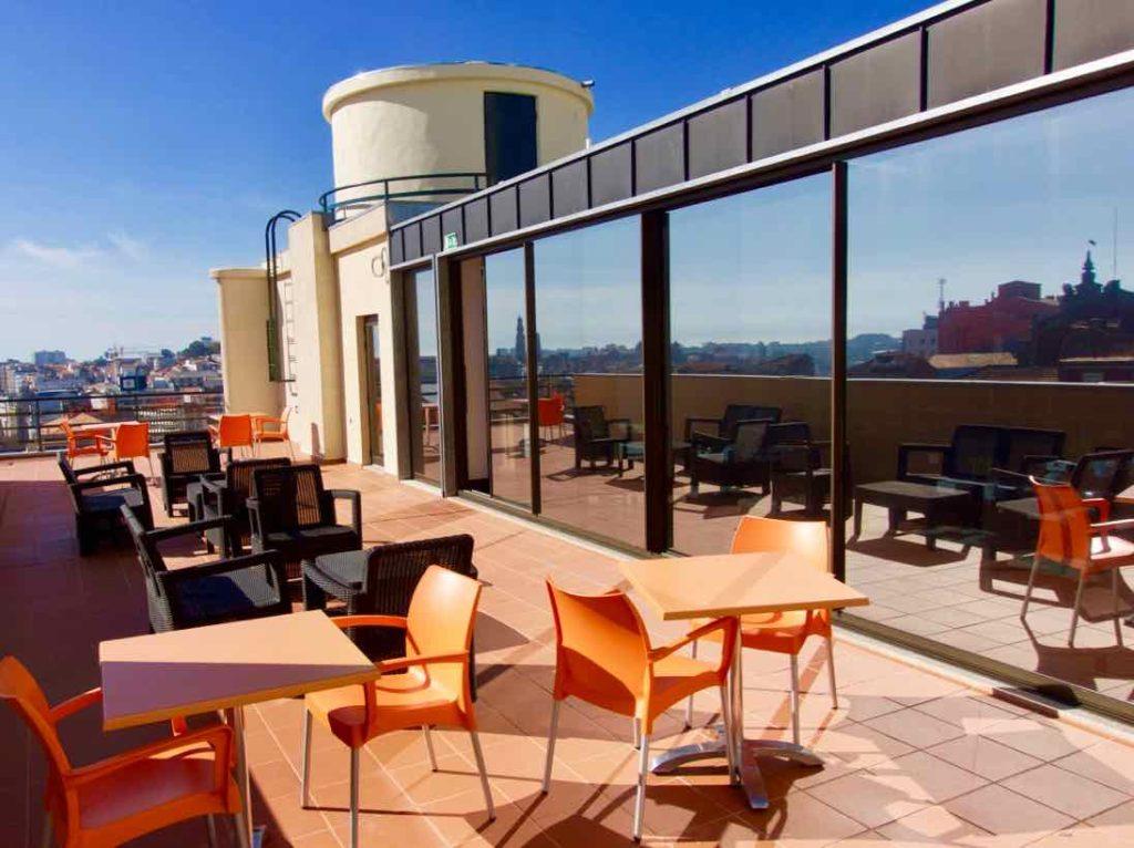 Porto Coliseum Hotel, Dachterrasse außen ©PetersTravel