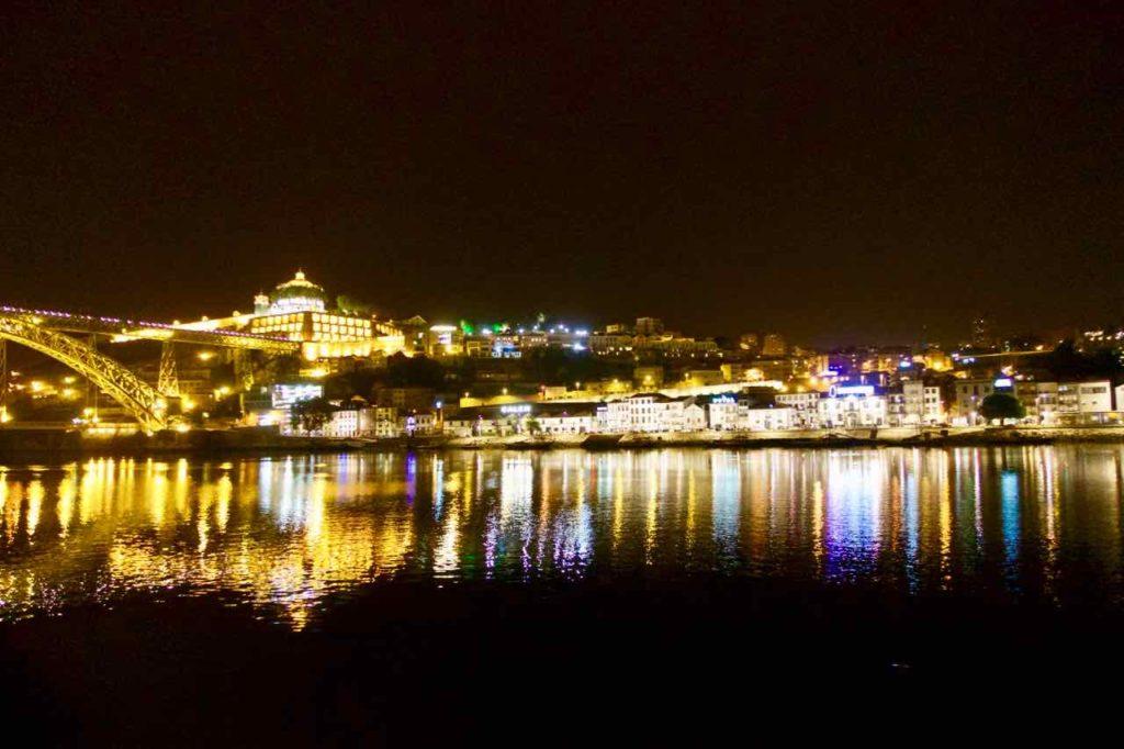 Porto/Ribeira Aussichtspunkte, Blick von Ribeira auf Gaia, Nachts