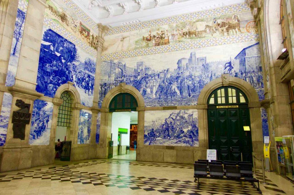 Porto Sehenswürdigkeiten Bahnhof Sao Bento leere Halle ©PetersTravel