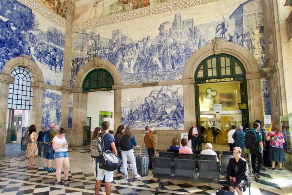 Porto Sehenswürdigkeiten Bahnhof Sao Bento ©PetersTravel