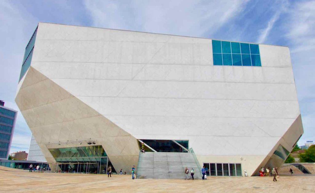 Porto Sehenswürdigkeiten: Casa da Música 2 ©PetersTravel