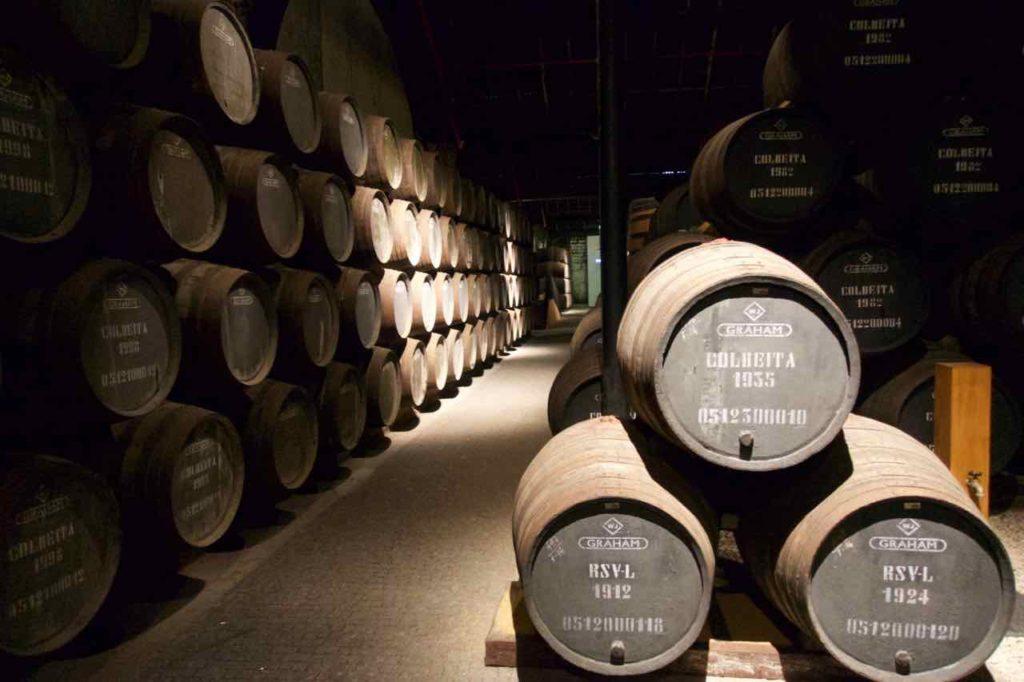 Porto Sehenswürdigkeiten - Graham's Winery in Gaia, Gewölbe mit Fässern 1, ©PetersTravel