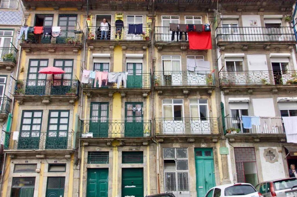 Porto Sehenswürdigkeiten, Ribeira - Altstadtviertel Häuserfront ©PetersTravel