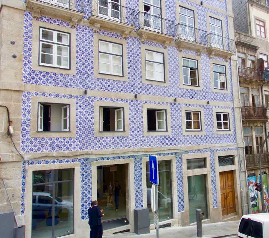 Porto Hoteltipps: Fassade vom Bluesock Hstel @ PetersTravel