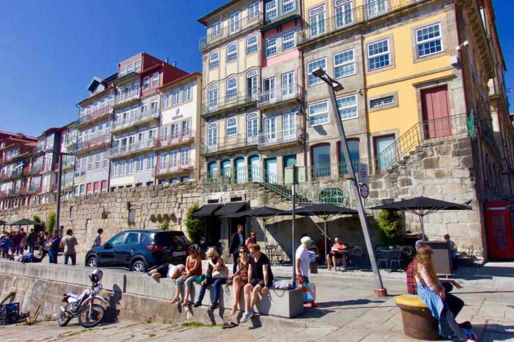 Porto Sehenswürdigkeiten: Hausfront in Ribeira © PetersTravel