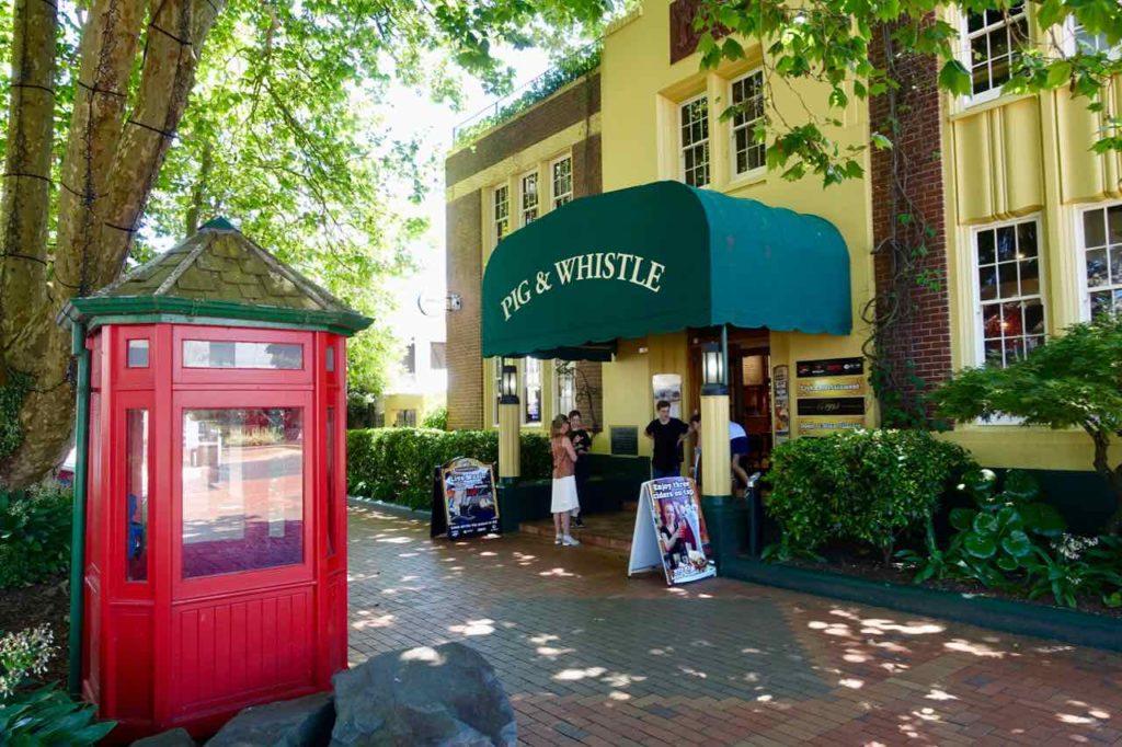 Rotorua Sehenswürdigkeiten, Restaurant Pig & Whistle Neuseeland, ©PetersTravel