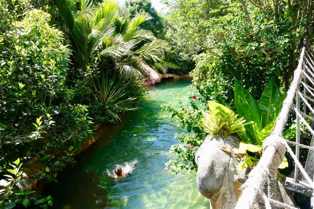 The Lost Spring, Oase & Day-Spa in Whitianga, mit Schwimmer ©PetersTravel