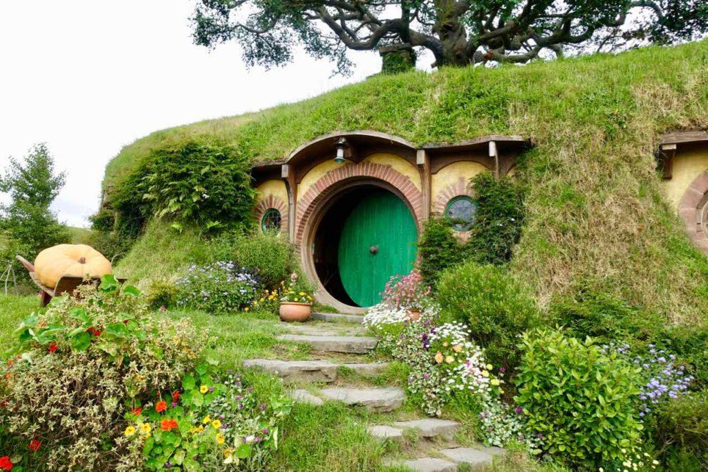 Hobbingen / Hobbiton, Haus mit Kürbis Neuseeland ©PetersTravel
