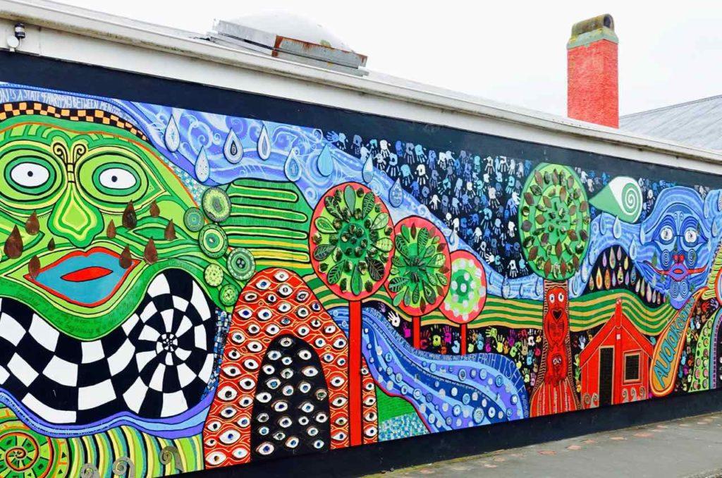 Kawakawa Hundertwasser-Mural, Neuseeland ©PetersTravel Titelbild